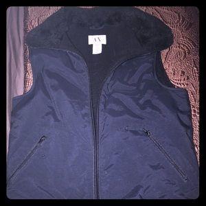 Black zip down winter vest faux fur bomber